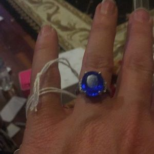925 silver blue stone ring. With small stones 6